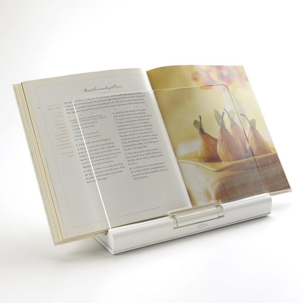 Чтобы сохранять зрение детей, используйте пюпитр для книг