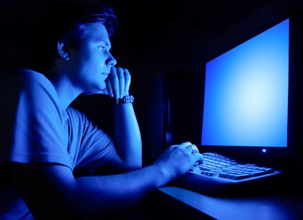Негативная зрительная привычка работать при недостаточном освещении