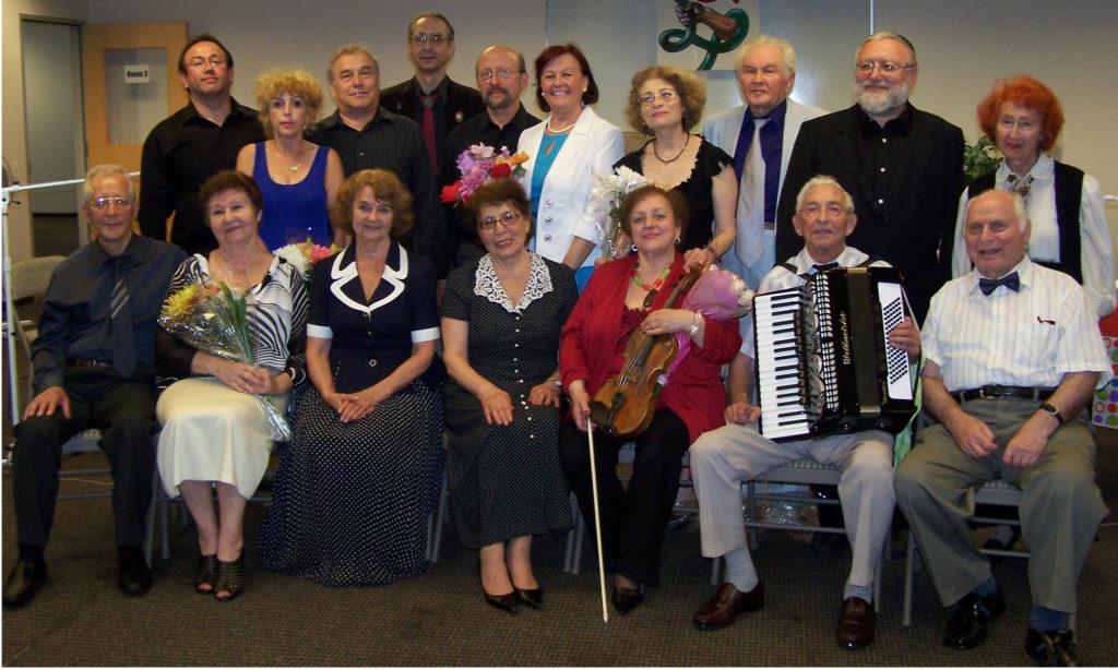 Со своими соотечественниками в нашем любительском музыкальном театре Welcome