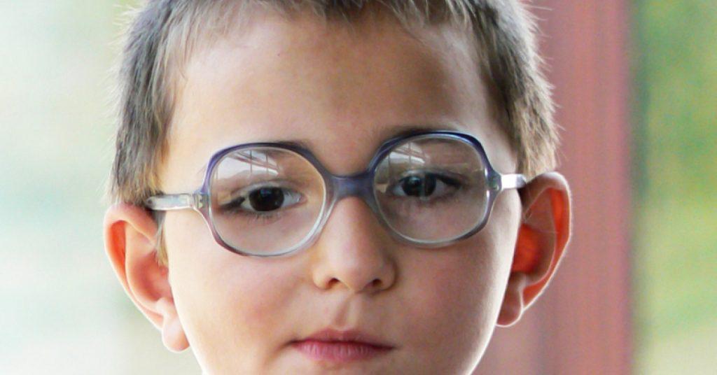 Обычно зрение портится ещё в детстве