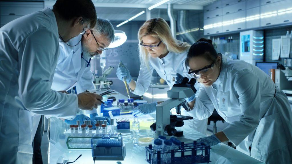 Текущий уровень науки позволяет отслеживать изменения по огромному количеству показателей: частота сердечного пульса, настроение, вес, глубина и количество фаз сна, уровни гормонов, биохимия и тому подобные вещи. Это и дало энтузиастам биохакинга поле для исследований.