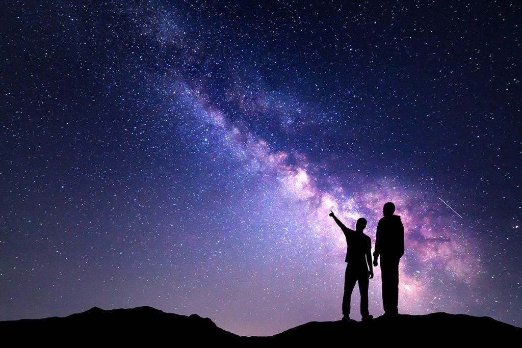 Фотоэффекты где мужчина смотрит на небо